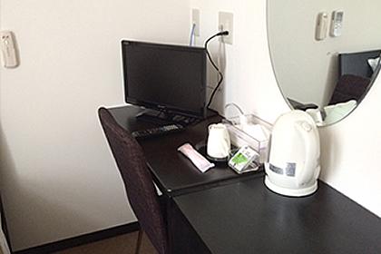 テレビ、電気ポット、冷蔵庫付き